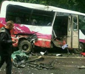 国道G230新县境内发生一起交通事故 致6死24伤