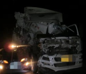 宁洛高速漯河段,货车路边修车被撞,造成3车连环追尾!