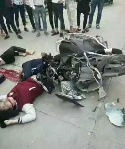 肇庆惨烈摩托车祸-疑3美女遇难倒在血洎中四
