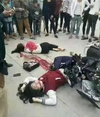 肇庆惨烈摩托车祸-疑3美女遇难倒在血洎中五